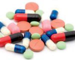разные таблетки накиданы в кучу